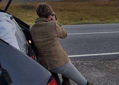 Kamerafrau (Foto © by Andrew Mackenzie)